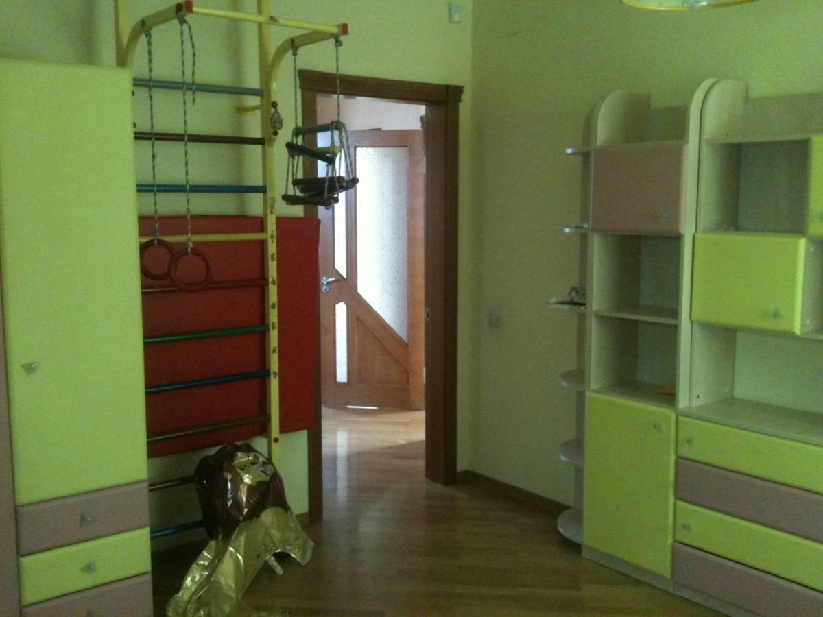 Аренда дома в элитном районе 200 кв.м. с бассейном с. Софиевская Борщаговка 1 км от Киева