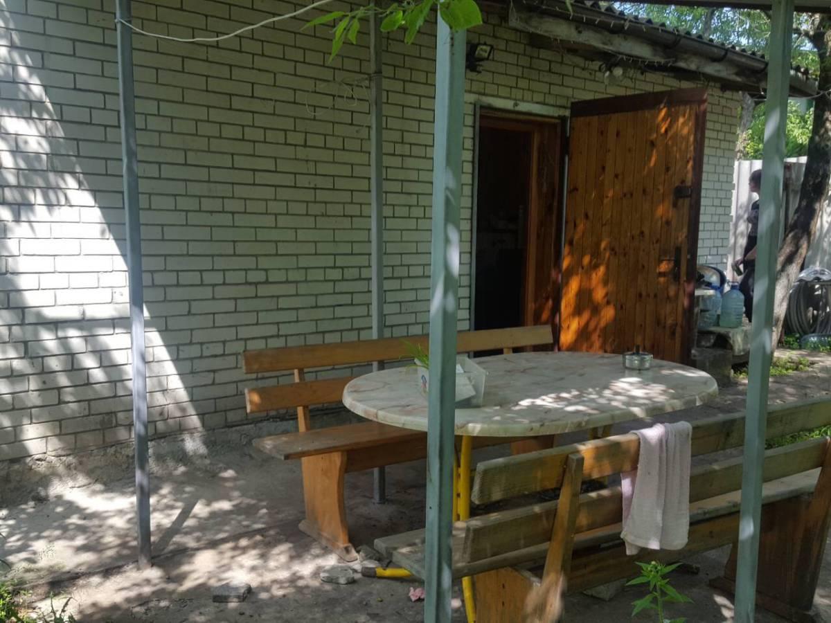 Продам 2 эт.кирпичную дачу 70 кв.м. на Оболоне,ул.Садовая,4 сотки земли