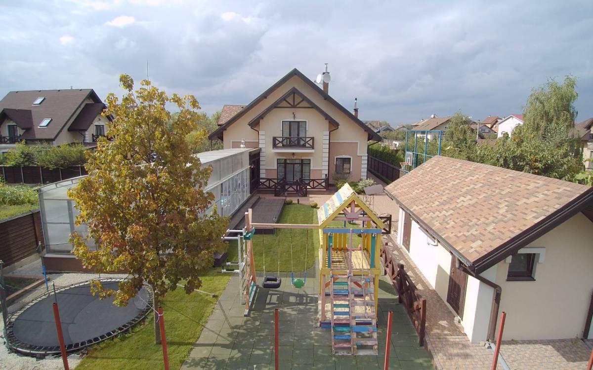 Продам коттедж 380 м2 пгт. Чабаны Авторский ремонт рядом лес