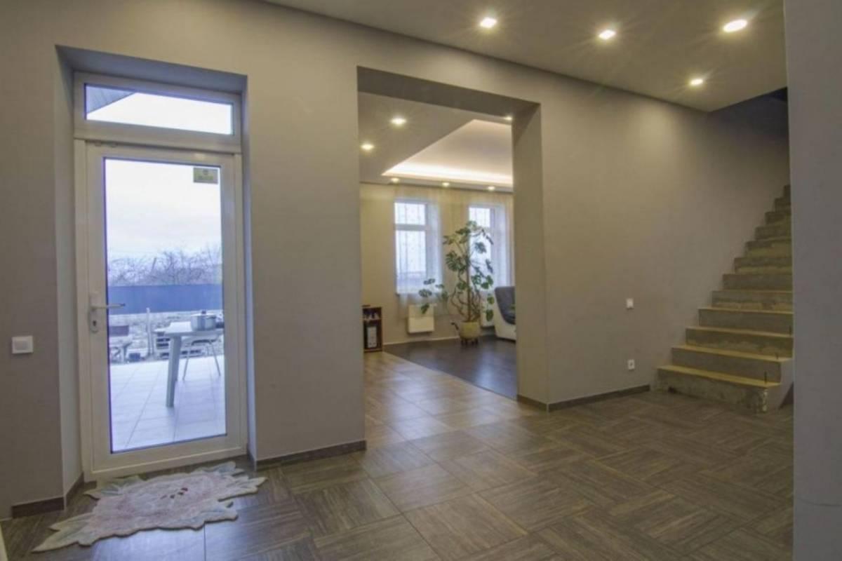 Продам 180 м2 дом с. Петропавловская Борщаговка 10 соток земли