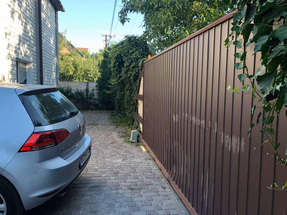 Продам 2 эт.кирпичный дом 130 кв.м в  Оболонском районе г.Киева,4.2 сотки земли